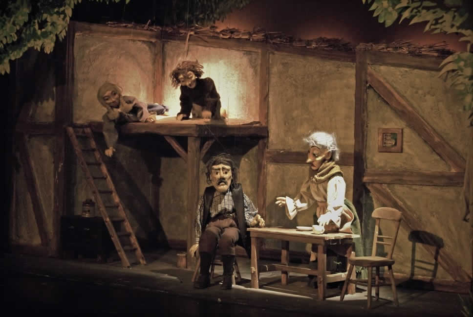 Hansel and Gretel listen in to their parents plans