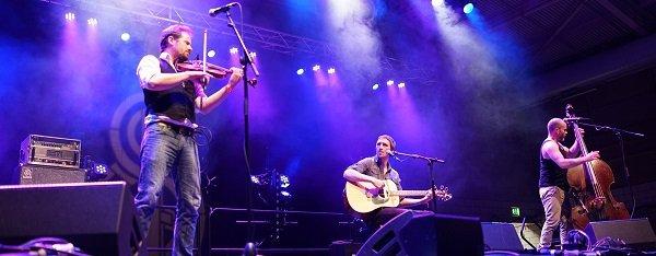 the-langan-band-performing-live